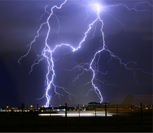 <p>The average temperature of a lightning bolt is 27700 degrees Celsius, or five times hotter than the temperature of the surface of the Sun, which is 5505 degrees Celsius.</p>